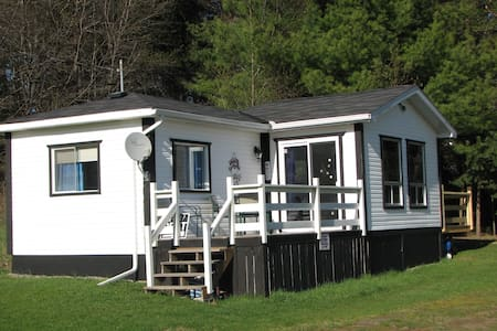 The Loon Cottage...your cozy getaway on the lake! - Otter Lake - Kisház