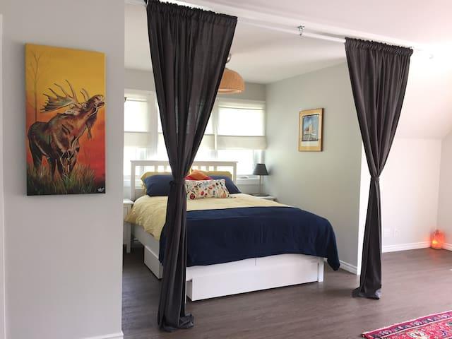 Queen bed in the sleeping nook.