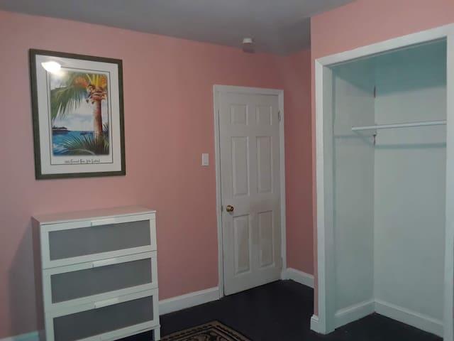 Simple and Quaint Room in NJ 4