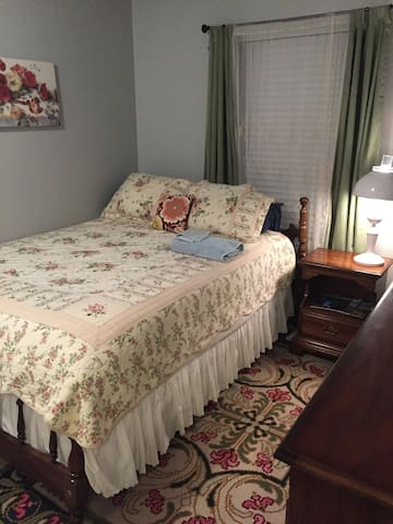 Comfortable Hillsboro Room - Hillsboro - House