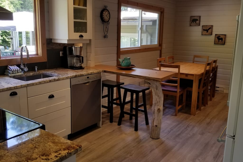 The kitchen and dining room easily accommodate a family of 6.