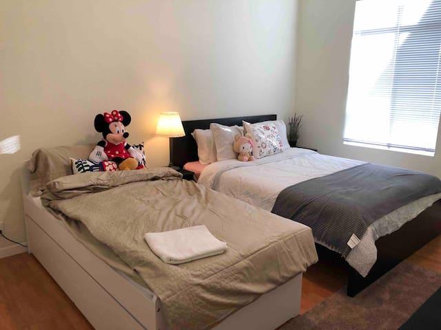Cozy Room B with private bathroom in Portola, SF