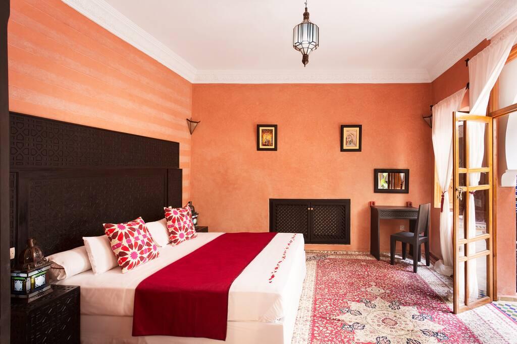 Suite luxe bordeaux chambres d 39 h tes louer marrakech for Chambre d hotes luxe
