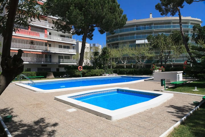 NICE APARTMENT FOR UP TO 4 PERSONS VERY CLOSE TO THE BEACH AND THE CENTRE OF SALOU S104-334 GISAMAR