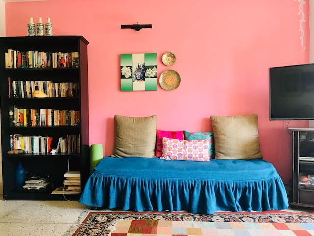 Arty/Cosy Nook 2 mts from Metro Station