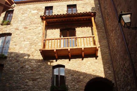 Edificio histórico para 24 personas - La Pobla de Lillet