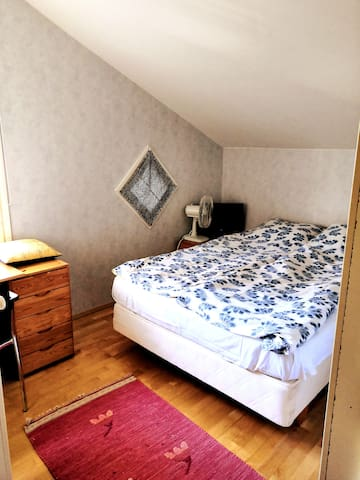 Room with a single bed configuration