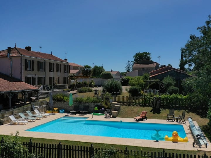 3 bedroom family friendly holiday Home near Luçon