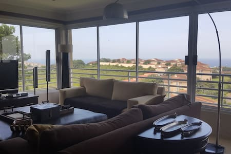 Ballito, Stunning seaview, 1km beach & town centre - Dolphin Coast - Bed & Breakfast
