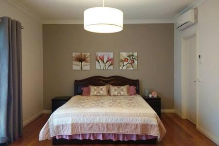 Luxury Master room with breakfast ! - Mount Waverley