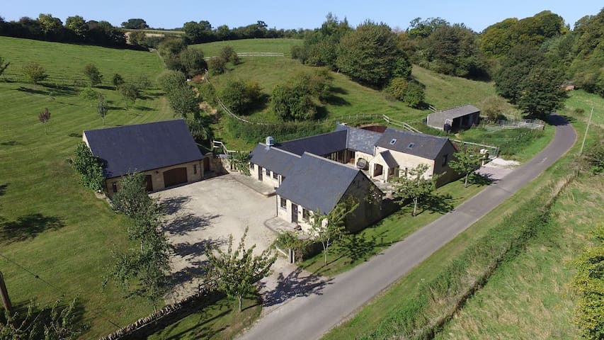 The Cotswold Manor Wychwood, Hot Tub & Games Barn