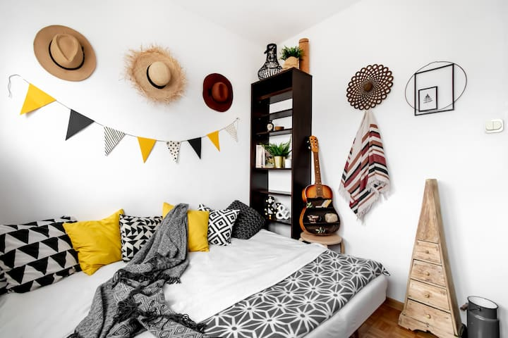 BOHO room for 1 or 2 people / 10 min. to M2 metro