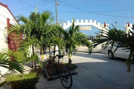 Hostal El Castillito Yaya y Manolito III - PG - Playa Giron