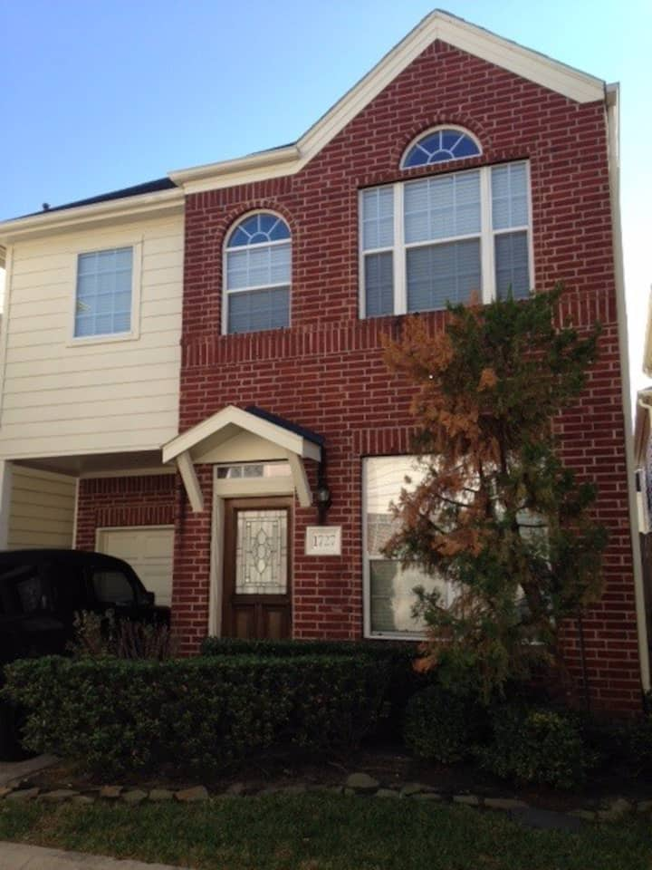 Super Bowl Ready Gated Townhome in EaDo