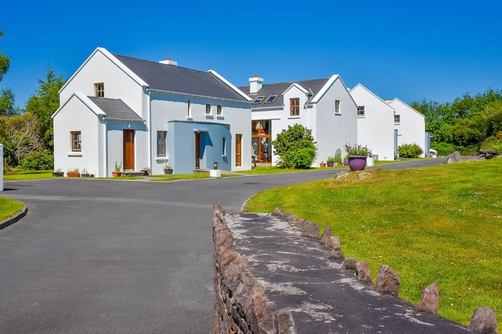 Achill Island Cottages, Achill Island, Co.Mayo - 3 Beds - Sleeps 6