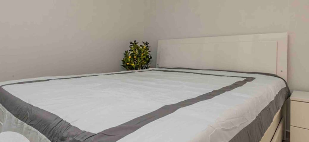 King size bed , second bedroom with seperate bathroom