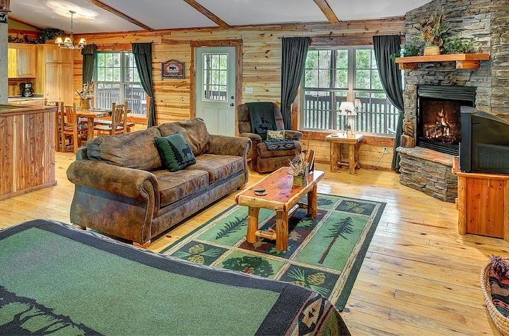 Eureka Springs Cabin, Beaver Lake 2 Story Cabin