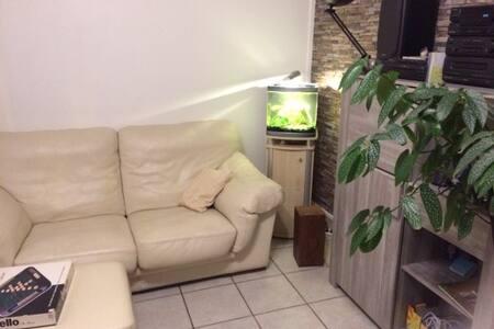 chambre privée, dans maison calme à partager.