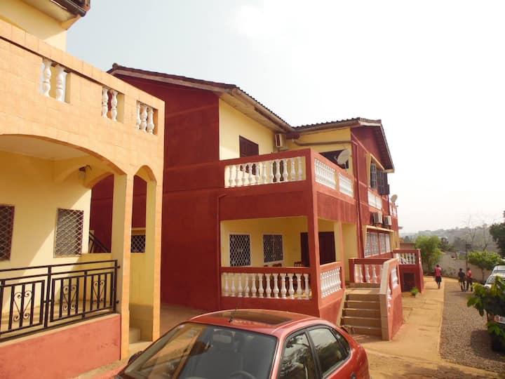 Yaoundé, appartement Studio: Sejour avec chambre