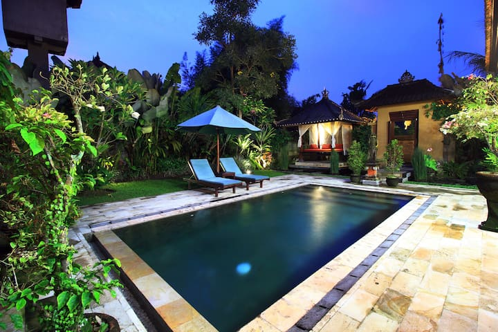 Relaxing, Private 2BR Villa, Pool, Wifi, AC
