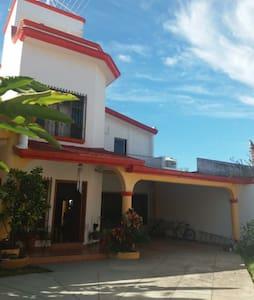 Casa de Gris, Santa Cruz de Miramar