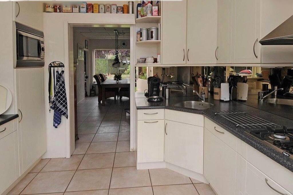 Di ing corner and kitchen