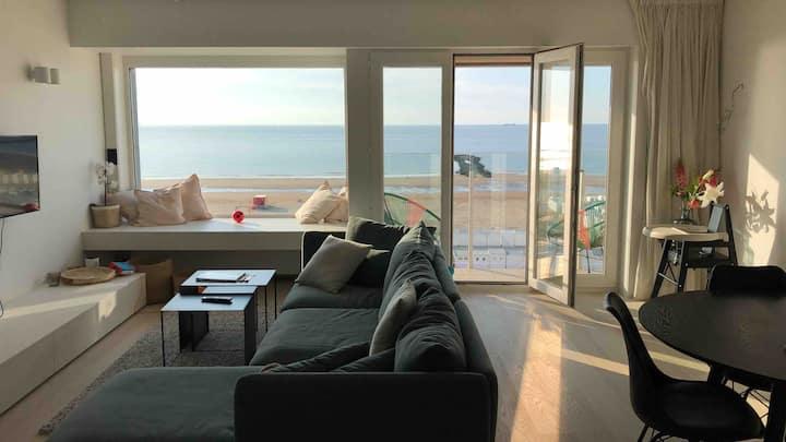Topgerenoveerd appartement met frontaal zeezicht