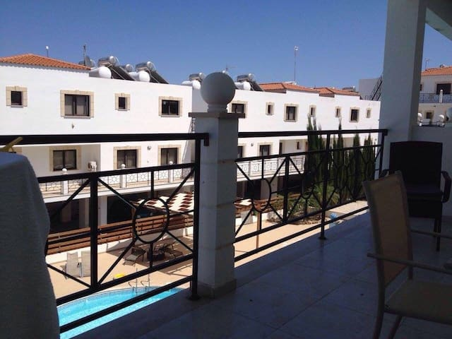 1 bedroom modern fully equipped apartment.