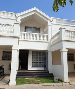Beautiful Villa 20 minutes from Airport