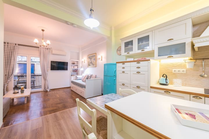 Diamond Home 14, a lux gem, 15 min from Acropolis