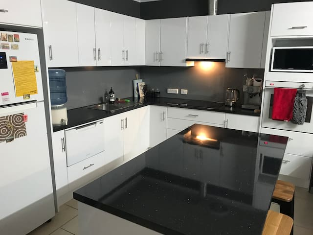 Modern comfort, central 2 bedroom apartment