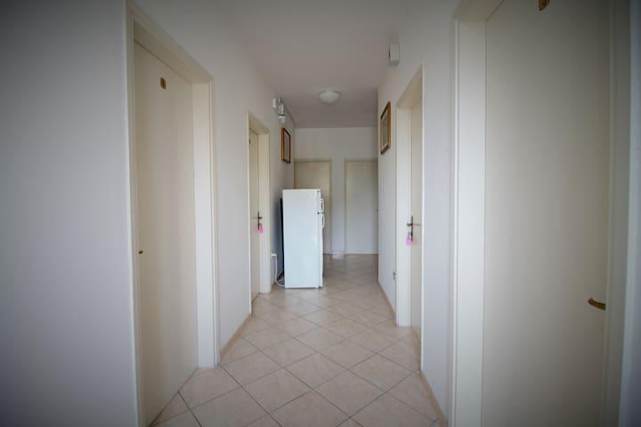 il corridoio- the floor-