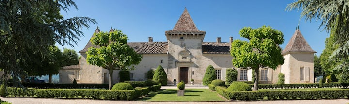 Magnificent XVIIth century Château