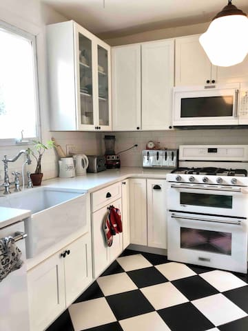 Brand new, fully equiped kitchen!