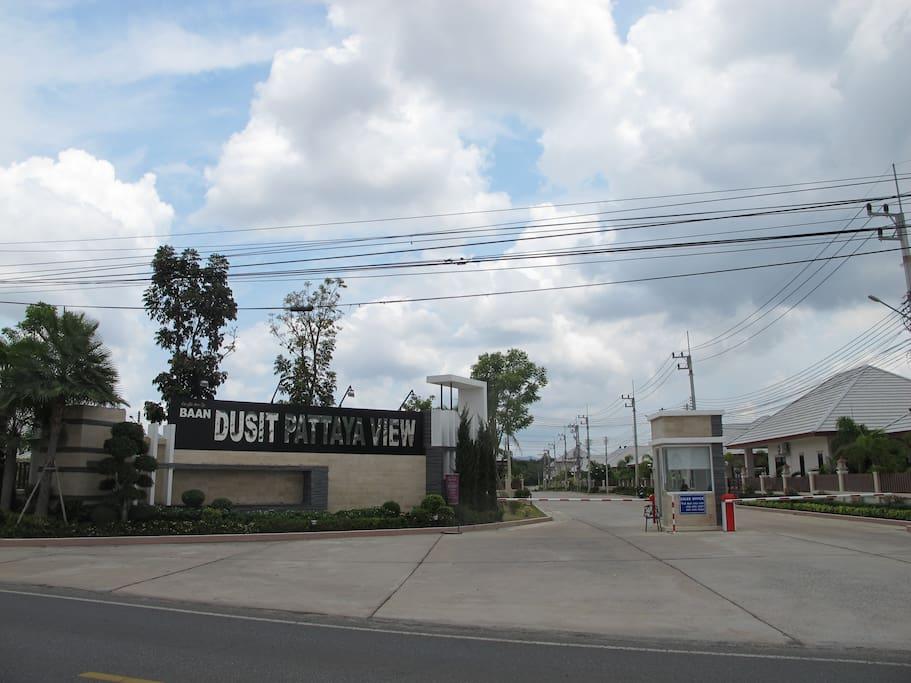 BaanDusit villa entrance
