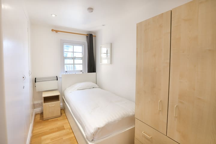 Lovely single bedroom in Rutland Road by Allô Housing