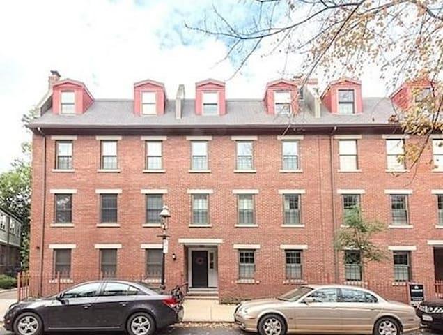 1 bedroom. 1 bath. Charlestown Gaslamp District. - บอสตัน