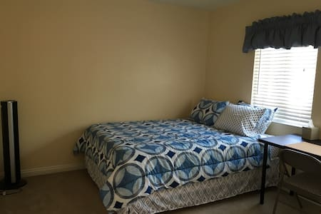 Bedroom W/Tempur-Pedic Bed - Santa Ana