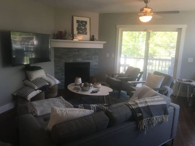 """""""Lucky Seven"""" east side condo close to downtown"""