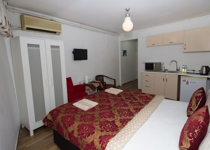 1room studio in Galata w kitchenette&prvt bathroom