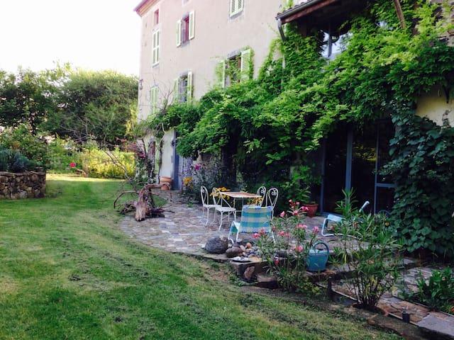 Maison et jardin en Toscane d'Auvergne 6 personnes