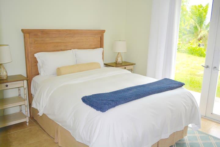 2nd bedroom with Queen Bed overlooking the garden