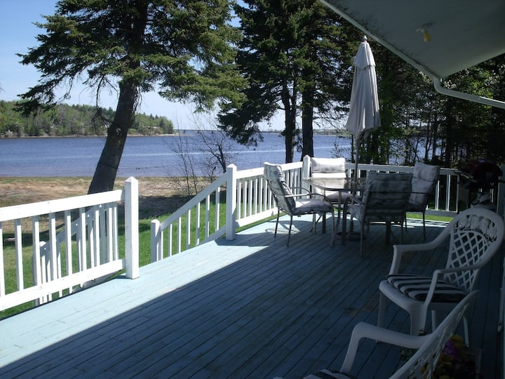 Waterfront two bedrooms cottage at Bouctouche, NB