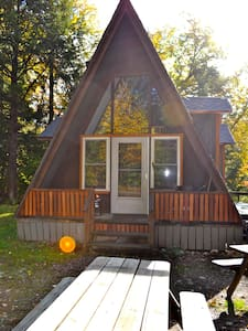 Wilderness Maple Leaf Cabin on Private Lake - Cabana