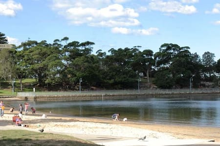 Sydney blakehurst big guest room beside carss park - Blakehurst - 別荘