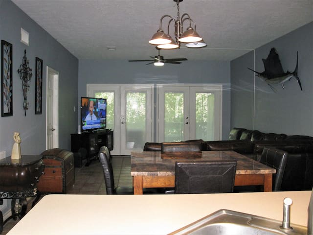 Lake Conroe 2 Bdrm with Pool, Fitness & More