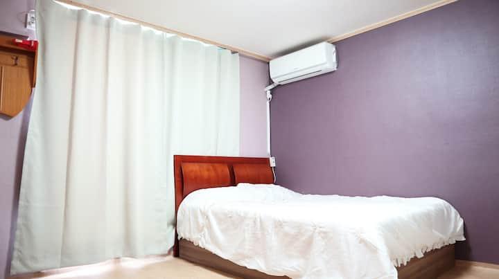 따뜻한 햇살과 바다를 보면서 휴식을 즐기는 원룸형 침대 206호