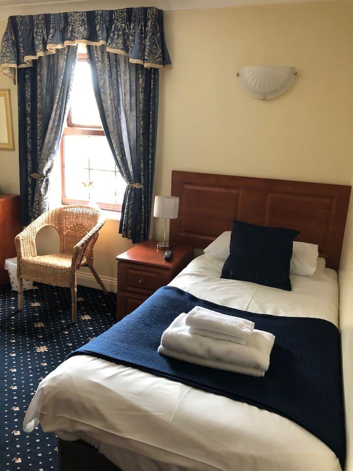 Single Room @Shurland Hotel