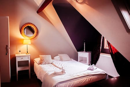 Charming guesthouse w/ canal view - Brugge