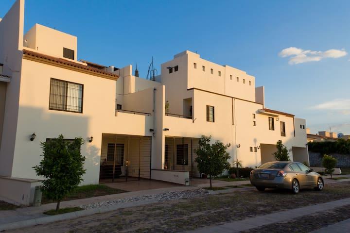 Casa ideal para ejecutivos - Celaya - Σπίτι